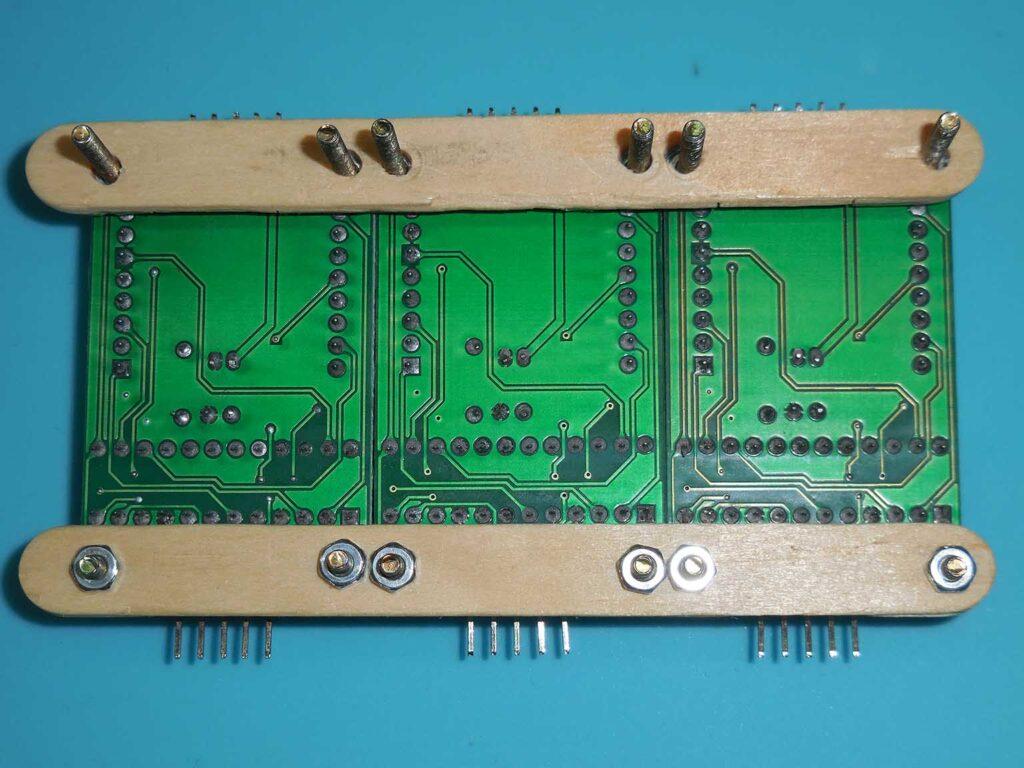 Figura 10: Fixação da travessa de sustenção superior no topo dos módulos