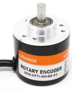 Fotografia de um codificador rotativo incremental de quatrocentos pulsos por rotação da marca Orange modelo 3806-OPTI-400-AB-OC