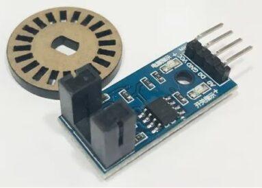 Fotografia de um disco de codificador rotativo de vinte pulsos por rotação e um módulo eletrônico de codificador rotativo de aplicação em construções maker ou robótica educacional e/ou recreativa
