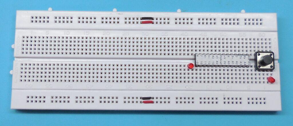 Posicionamento dos LEDs Ligado e Built-In na Protoboard